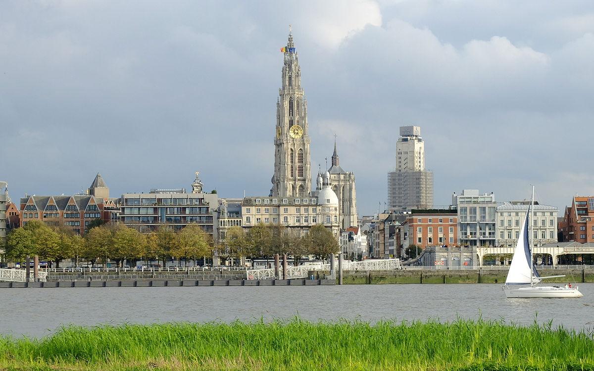 Taxi Linkerover Taxi Linkerover bestellen? Als u een taxi zoekt in Linkerover bent u bij Taxi Regio Antwerpen aan het juiste adres. Taxi Regio Antwerpen brengt u veilig op uw bestemming in Linkerover en omstreken. Wij beschikken over ervaren chauffeurs en bieden scherpe tarieven en een excellente service aan. Taxi Regio Antwerpen staat ook in voor luchthavenvervoer van Linkerover naar Zaventem, Charleroi, Eindhoven, Rotterdam of Schiphol. Taxi Linkerover brengt u stipt op uw bestemming. Wij verzorgen ook ceremoniewagens voor uw evenementenin Linkerover en omgeving. En om als koerierdienst op te treden kan u op ons beroep doen.Eenvoudig en veilig taxi bedrijf in regio Antwerpen.Zowel taxi en luchthaven vervoer. Ruim aanbod aan voertuigen.Onze kenmerken comfortabel wagens, stiptheid en scherpe prijzen. U kan een taxi online bestellen via ons handig invulformulier en u kan ons uiteraard ook telefonisch contacteren op het nummer +32 465 80 76 83, Taxi Linkerover ✔ Luxe auto's ✔ Economische prijs ✔ Belangrijkste betaalkaarten aanvaard ✔ Vaste prijsovereenkomst voorafgaand de reis ✔ Snelle service ✔ Vriendelijk personeel Taxi Linkerover online bestellen Taxi tarieven Luchthavenvervoer Linkerover Airport service Linkerover verzorgt uw vervoer naar alle binnen en buitenlandse luchthavens. Taxi Regio Antwerpen biedt u, als vakantieganger of als zakelijke reiziger, de mogelijkheid om gebracht of opgehaald te worden van of naar de nationale luchthaven in Zaventem. Uiteraard brengen we u graag van de luchthaven naar uw adres in Linkerover of we halen u thuis op en brengen we u naar de nationale luchthaven. Daarnaast bieden we u ook de mogelijkheid om naar andere plaatsen in België vervoerd te worden of juist van of naar andere luchthavens te reizen met onze diensten. Luchthavenvervoer Linkerover is een extra service van Taxi Regio Antwerpen. Bestel een taxi naar de luchthaven en vanuit de luchthaven Vertrek op vakantie met Luchthavenvervoer Linkerover. Vanaf dat u de voordeur d
